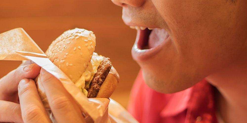 Burger adalah makanan yang harus dihindari saat diet
