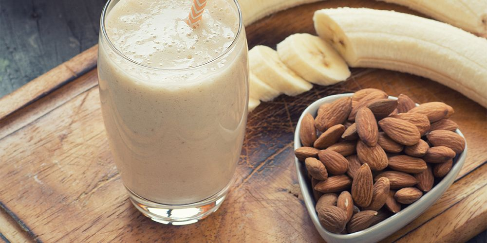 Manfaat susu almond untuk ibu menyusui tidak lepas dari kandungan nutrisinya