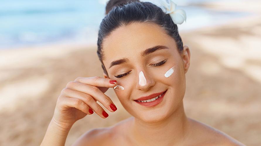 Cara reapply sunscreen wajib dilakukan
