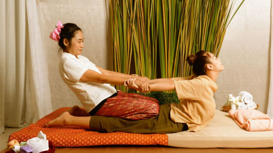 Thai massage dipercaya dapat meningkatkan fleksibilitas tubuh