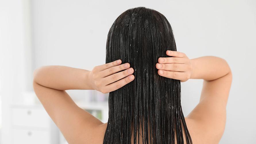 Penggunaan kondisioner rambut bisa jadi cara mengatasi rambut bercabang