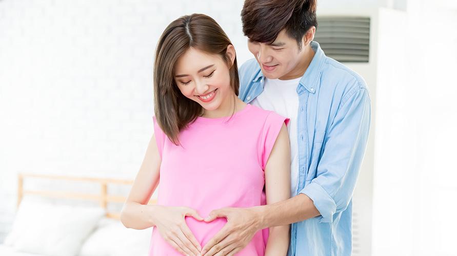 Perut ibu hamil akan menunjukkan baby bump saat hamil 3 bulan