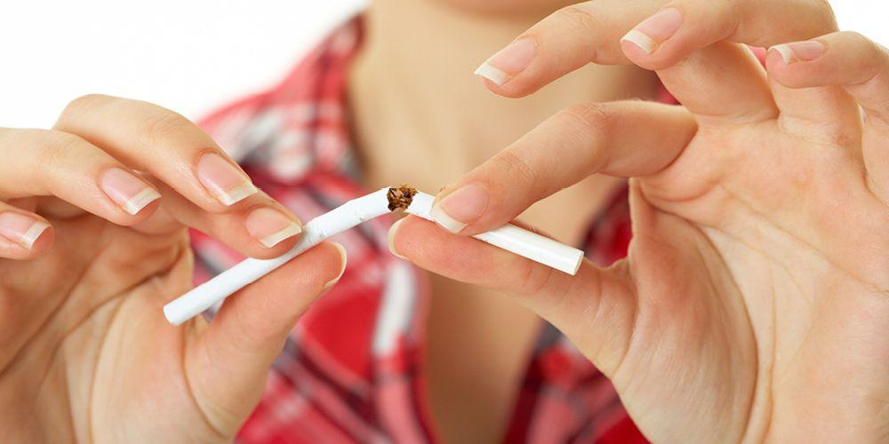 Merokok adalah kebiasaan buruk sebelum tidur yang harus ditinggalkan