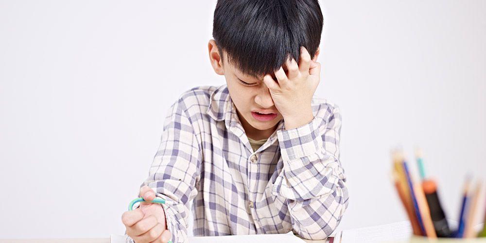 Anak mudah marah bisa disebabkan oleh masalah di sekolah