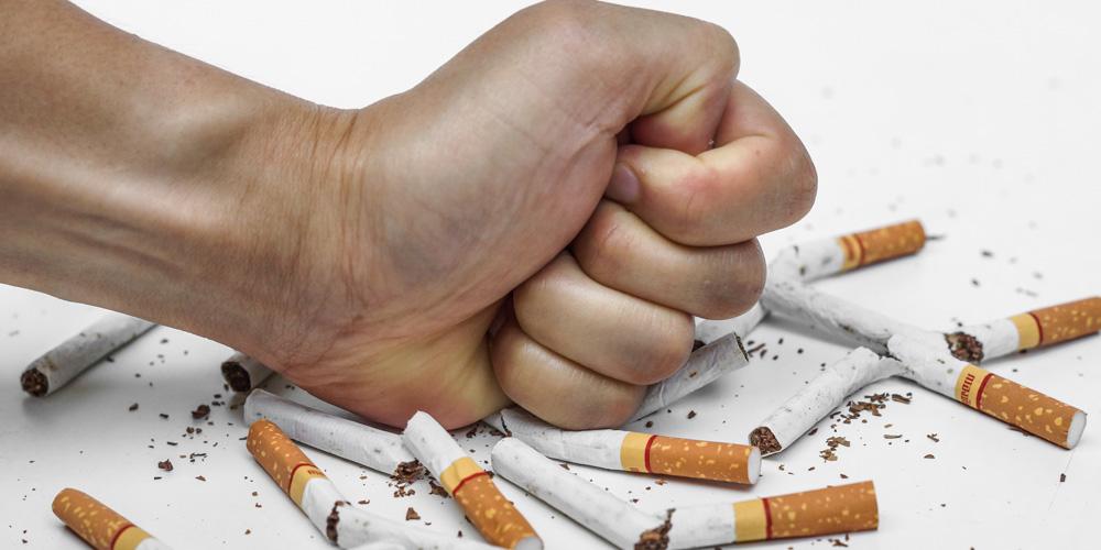 Bahaya merokok bagi remaja salah satunya sesak napas