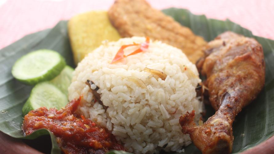 Resep nasi liwet Sunda dimasak tanpa menggunakan santan