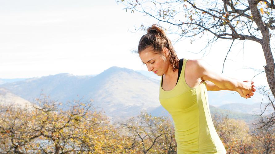 Olahraga yang mengencangkan otot dada dapat membantu mengangkat payudara kendur