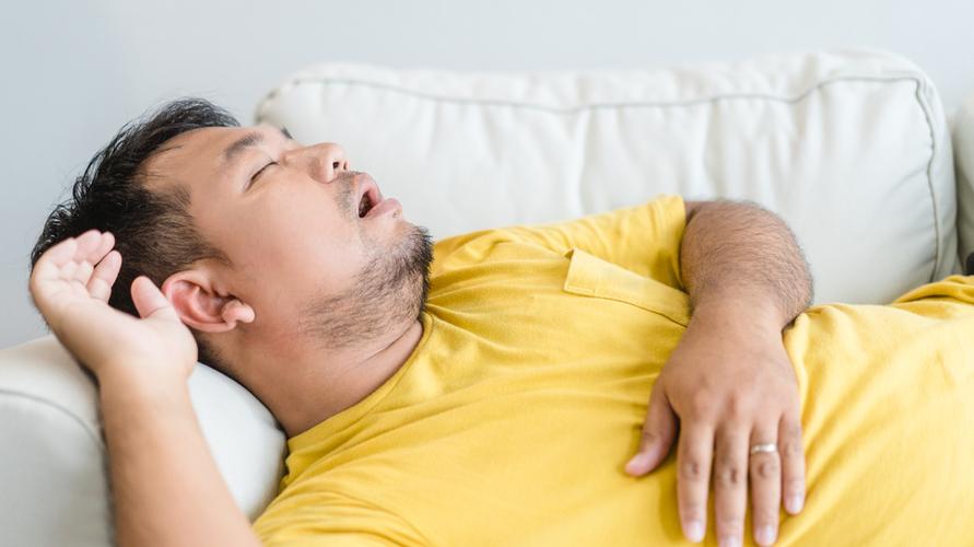 Obesitas bisa menjadi salah satu penyebab sesak napas saat berbaring (orthopnea)