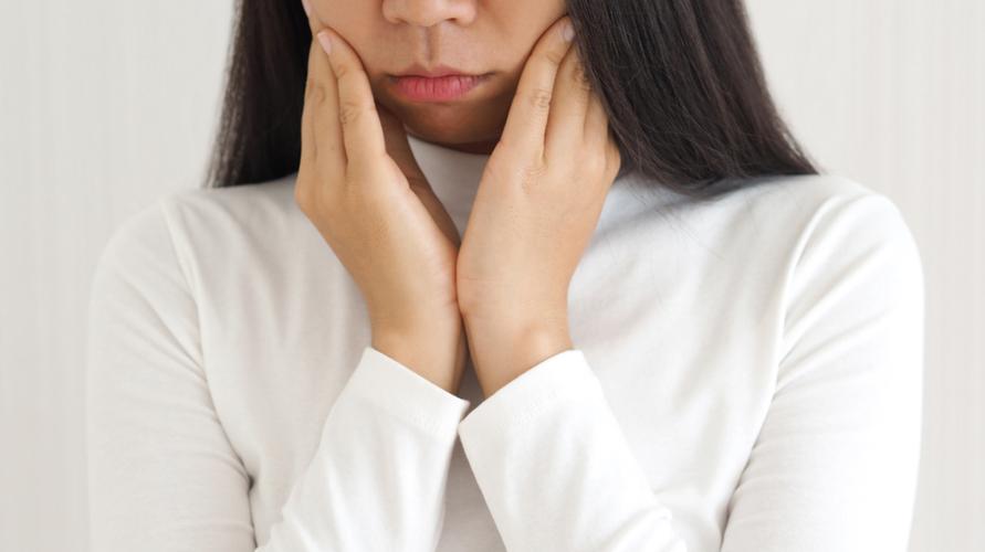 Infeksi virus, seperti gondongan, dapat menyebabkan kelenjar air liur membengkak