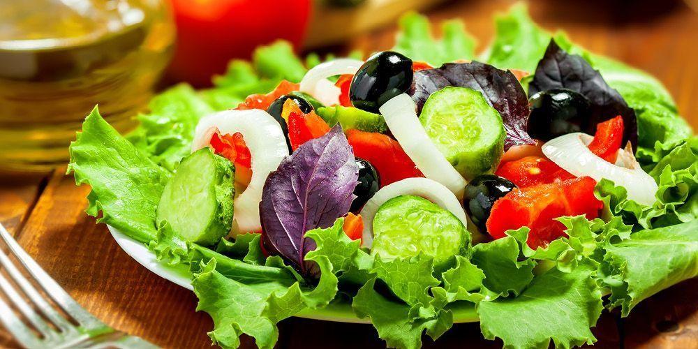 selada dan buah-buahan