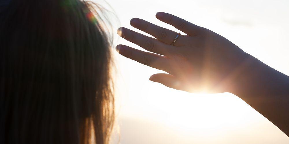 Paparan sinar matahari berlebih bisa jadi penyebab kulit wajah kering