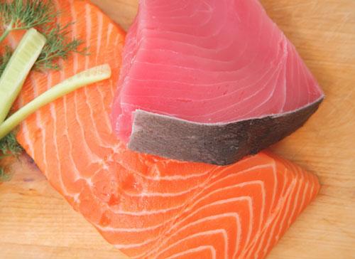 Ikan mengandung omega 3 yang baik kesehatan jantung dan dapat menurunkan kadar trigliserida dalam darah