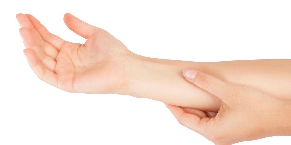 Titik PC6 terletak di atas bagian bawah pergelangan tangan pada lengan bagian dalam