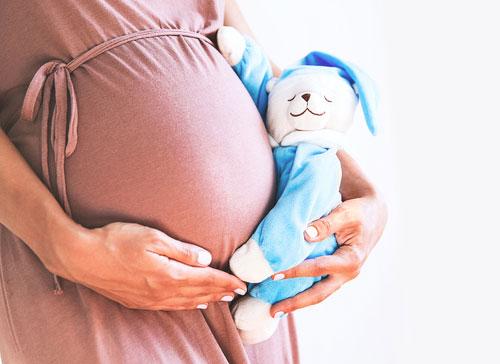 Bila Anda baru pertama kali hamil, maka ukuran perut hamil 5 bulan terlihat lebih kecil