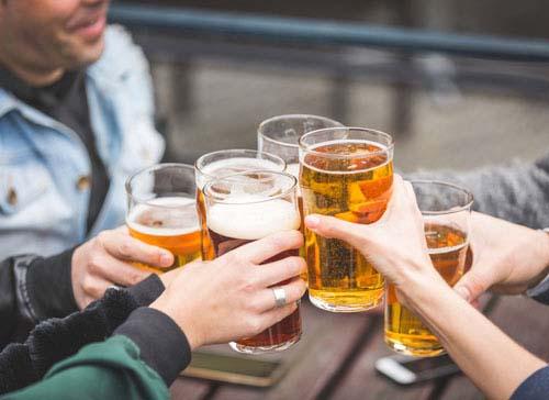 Selain pantangan makanan untuk darah rendah, minum alkohol juga tidak dianjurkan