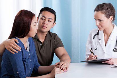 Berkonsultasi dengan dokter dapat membantu mengatasi depresi postpartum