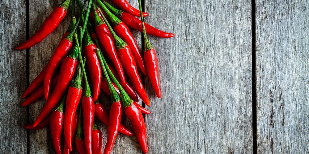 Makanan pedas seperti cabe dapat mengiritasi usus dan memicu diare