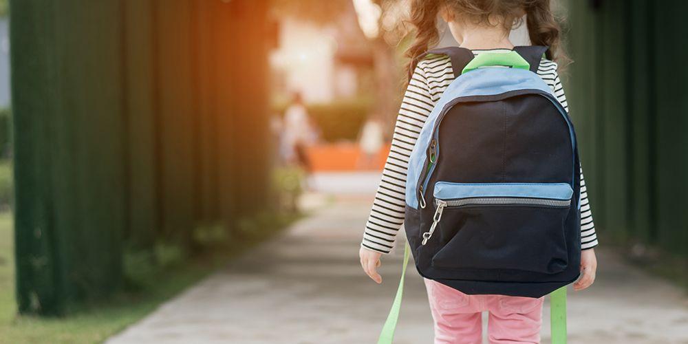 Pilihlah tas sekolah anak yang sesuai dan tepat