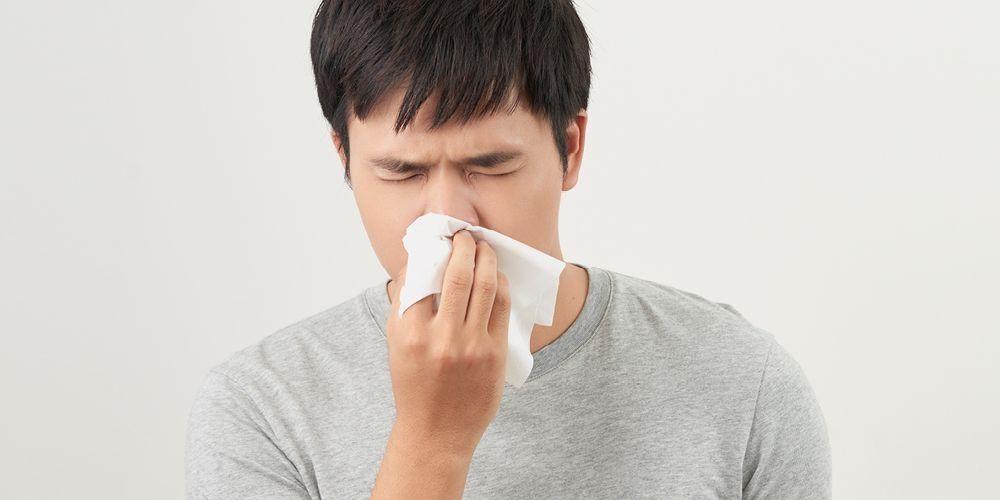 Lendir karena alergi memicu sensasi tenggorokan terasa mengganjal