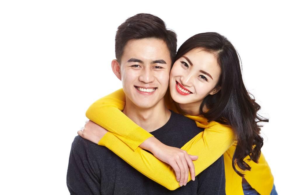 Anda mungkin sering menemukan pasangan kekasih yang punya wajah mirip pertanda jodoh