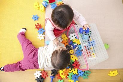 Pilihlah mainan anak yang sesuai dengan usianya
