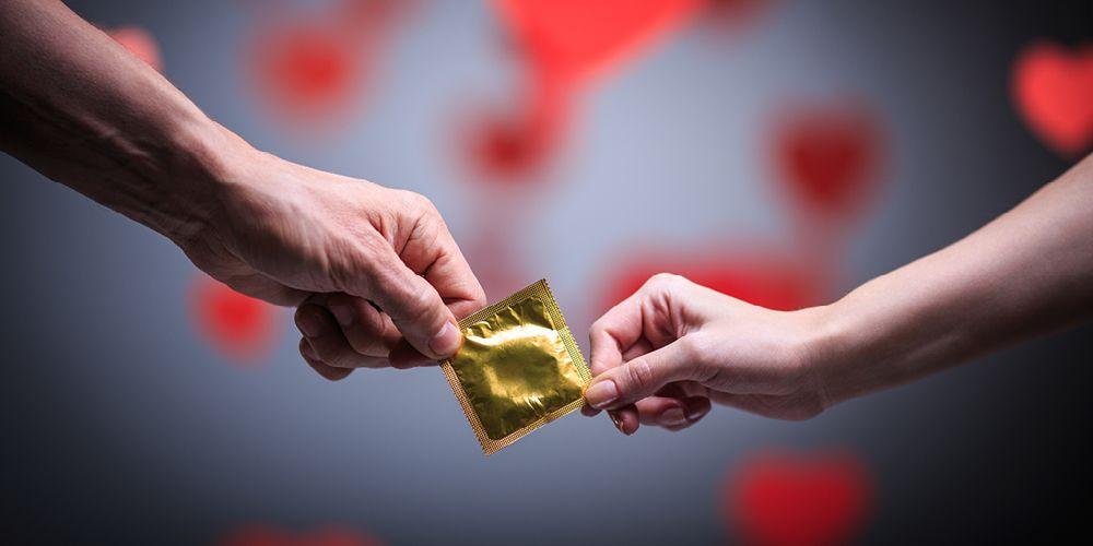 Kondom dapat mencegah bahaya anal seks