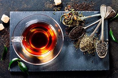 Teh hangat dicampur madu dapat meredakan radang amandel