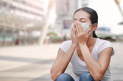 Menggunakan masker mulut dapat mengurangi dampak pencemaran udara