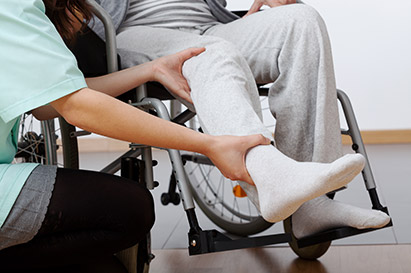 Paraplegia adalah kondisi hilangnya fungsi motorik dan sensorik tubuh bagian bawah