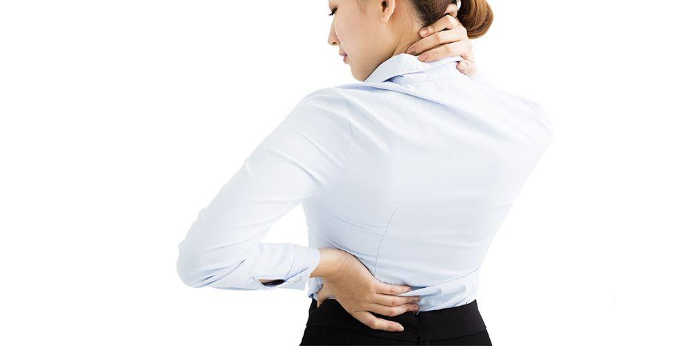 Gejala skoliosis berupa nyeri nyeri pada tulang belakang