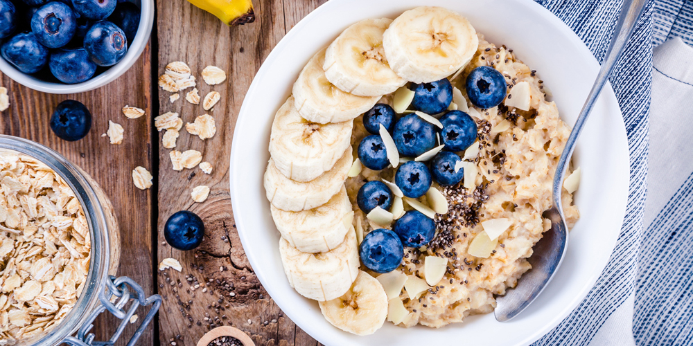 Oatmeal untuk diet dapat dikonsumsi bersama buah-buahan