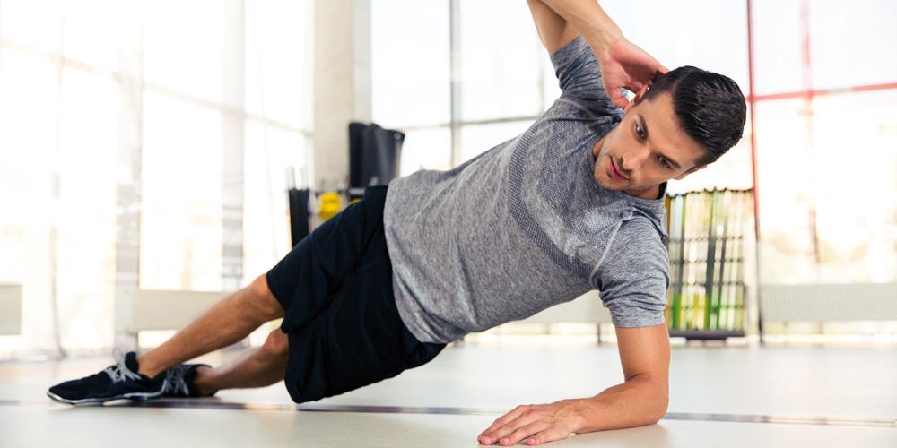 Side plank bisa membantu mengurangi lengkungan tulang pada penderita skoliosis