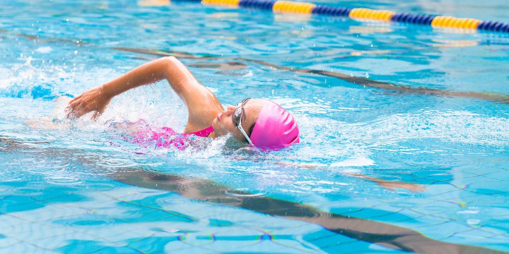 Penderita skoliosis boleh berolahraga seperti berenang