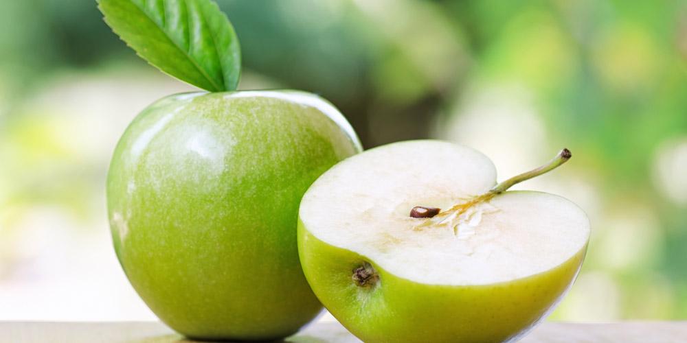 Biji apel mengandung sianida yang beracun bagi tubuh