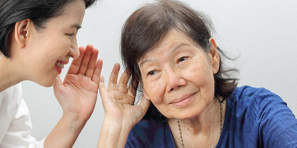 Alat bantu dengar memperbesar suara sehingga mempermudah untuk didengar