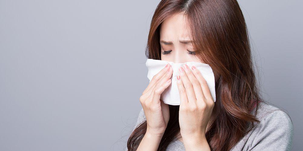 seorang wanita mengalami flu