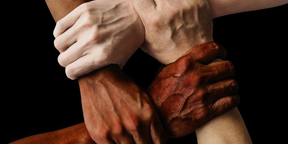 Manusia memiliki berbagaimacam warna kulit