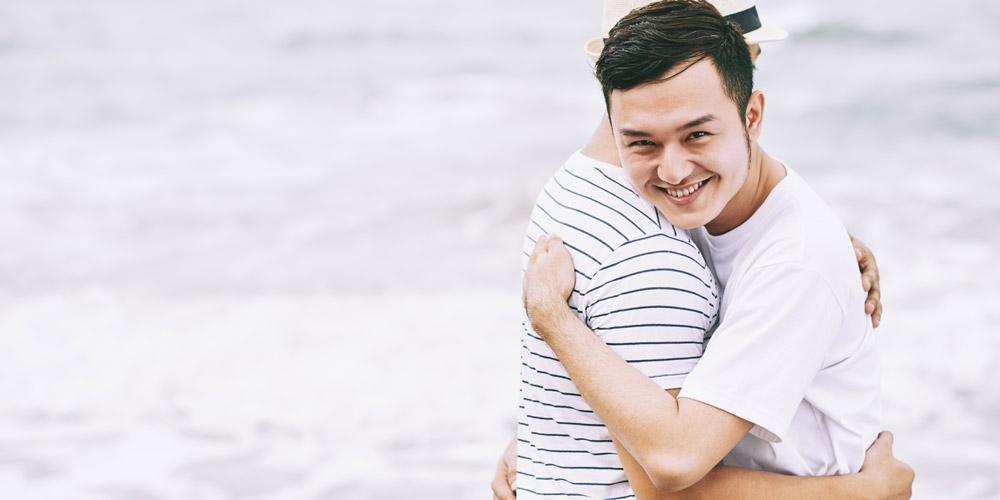 Dua orang pria gay LGBT