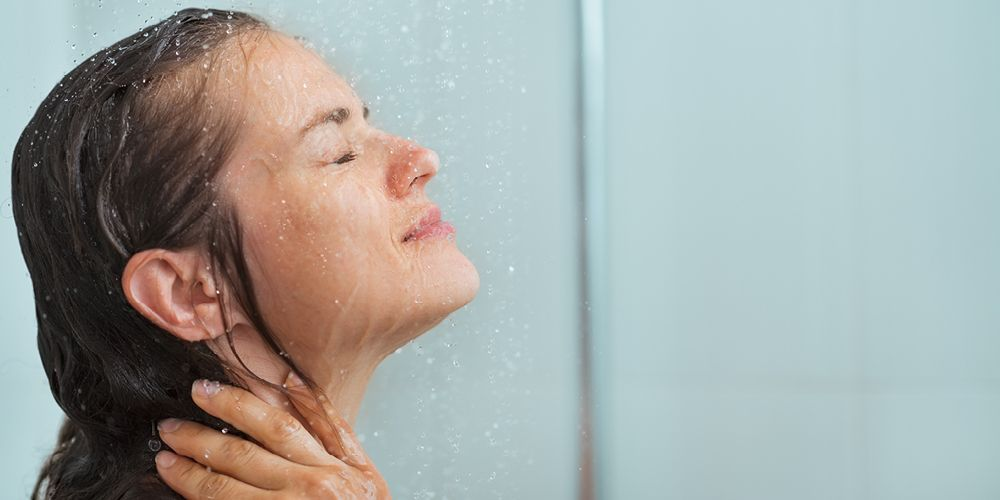 perempuan mandi