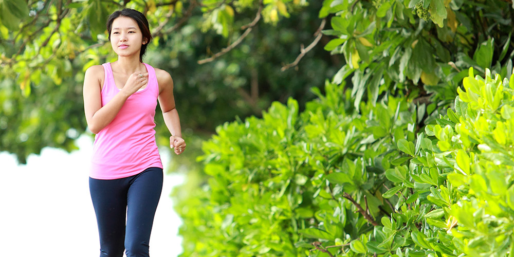Lakukan olahraga rutin sebagai cara menghilangkan jerawat secara alami