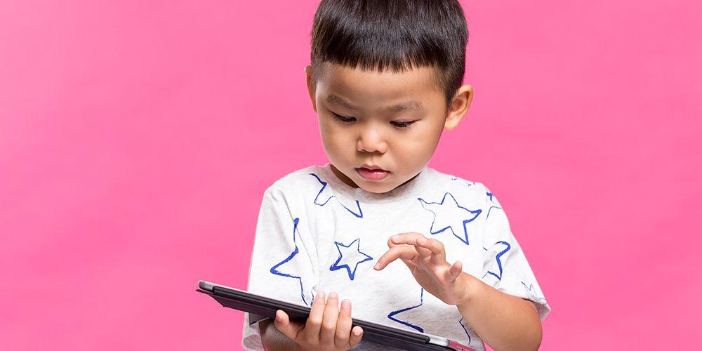 Anak main gadget