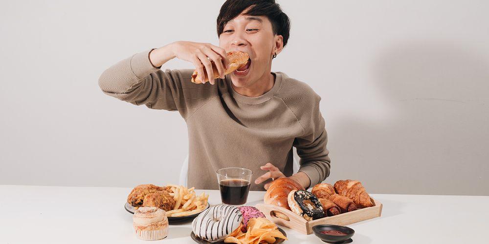 Makan hiperbola saat berbuka puasa tidak dianjurkan bagi Anda yang sedang menjalani tips diet saat puasa