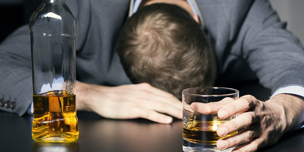 Selain makanan penyebab sembelit, alkohol juga dapat meningkatkan konstipasi