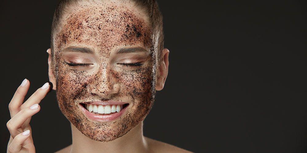Selain moisturizer untuk kulit berminyak sebaiknya rutin lakukan eksfoliasi