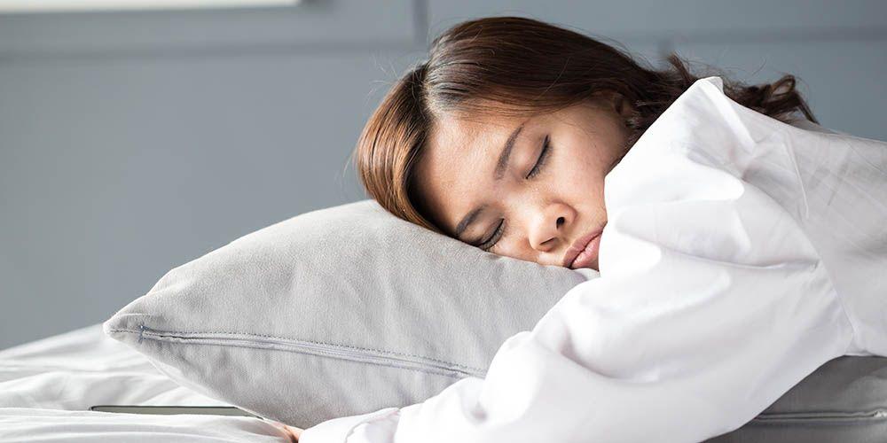 Tidur setelah sahur bisa berisiko menyebabkan muntah saat puasa