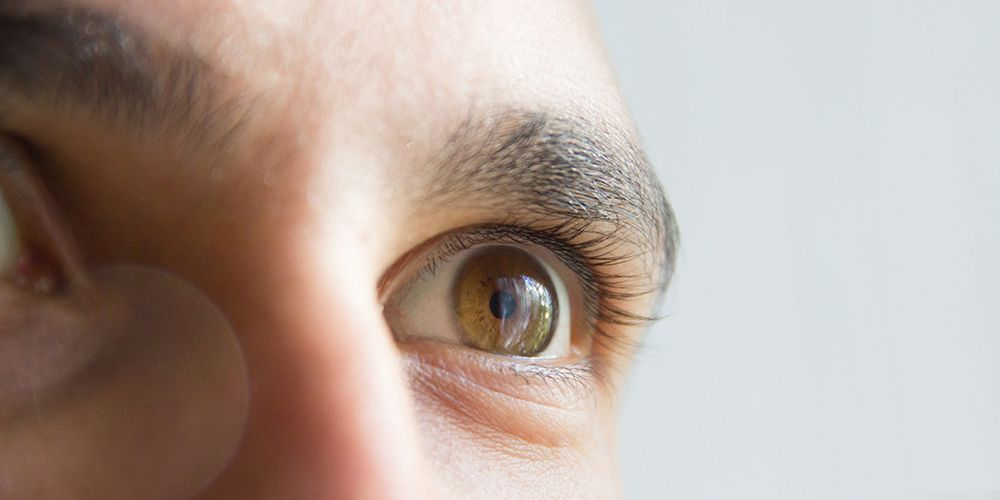 Kerusakan kornea dapat terjadi akibat mengucek mata