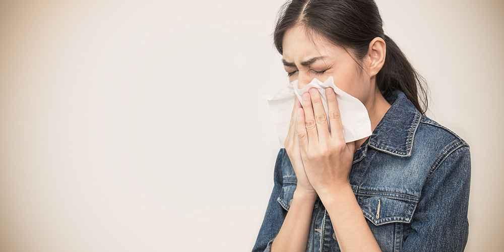 Orang yang rentan terinfeksi virus corona wajib menjaga kebersihaan saat batuk atau bersin