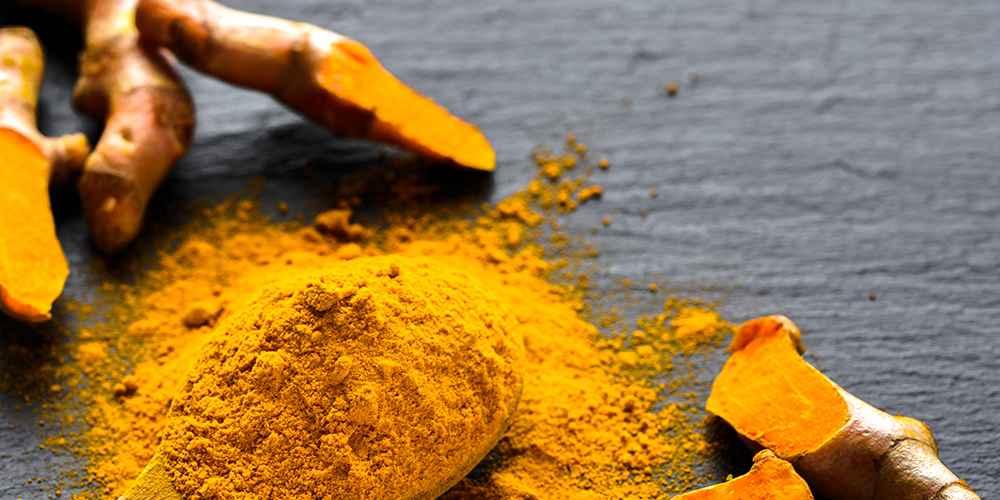 Selain sebagai tanaman obat-obatan, kunyit umum digunakan sebagai bumbu dapur