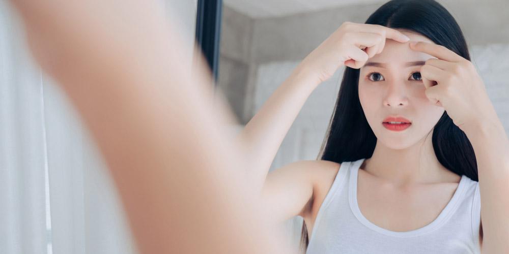 Manfaat es batu untuk wajah sebelum tidur adalah mengatasi jerawat
