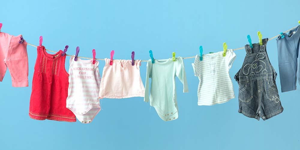 Jangan lupa bawa baju bayi untuk menyambut anggota keluarga baru